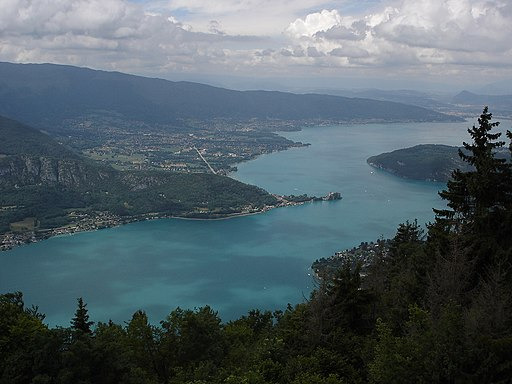 https://commons.wikimedia.org/wiki/File:Lac_d_Annecy.jpg